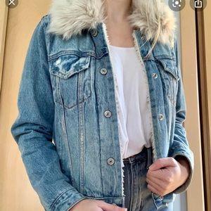 A&F sherpa denim jacket with faux fur collar XS